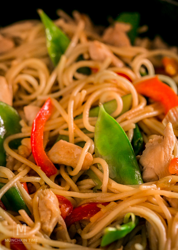 Chicken Stir Fry Easy Dinner Recipe - Munchkin Time