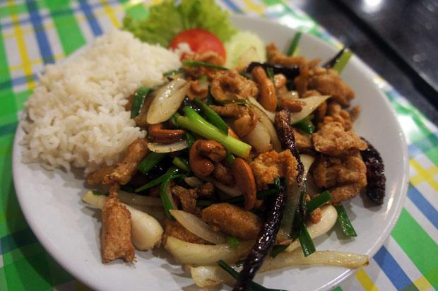 Chicken-with-cashewnuts-(Kai-pad-met-ma-múang)