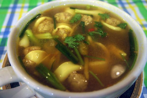 Spicy-soup-with-squid-(tomyam-plamuk)