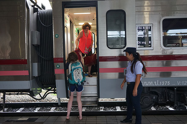 Tren de Tailandia en la estacion deBangkok