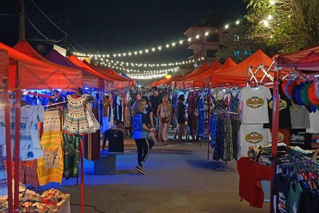 Mercado nocturno del pueblo
