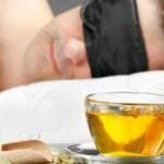 Chá e homem dormindo