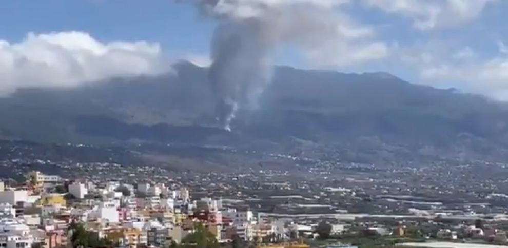 Entra en erupción un volcán en la Cumbre Vieja en la isla de La Palma