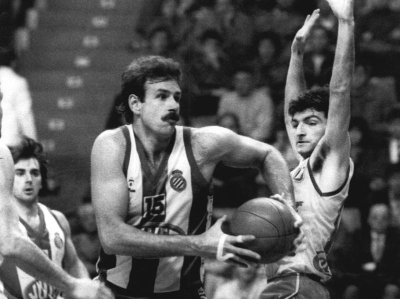 Mike Phillips con el Español de basket