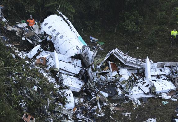 Restos del vuelo 2933 de LaMia en el que viajaba la expedición del Chapecoense