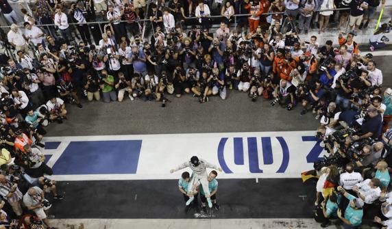 Rosberg celebra su título de campeón del mundo de F1