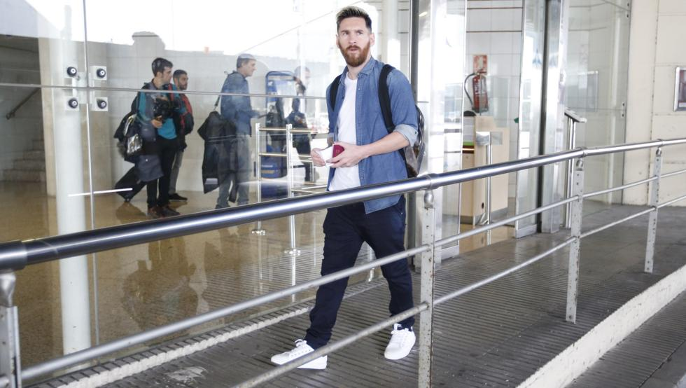 Leo Messi is flying to Barcelona.