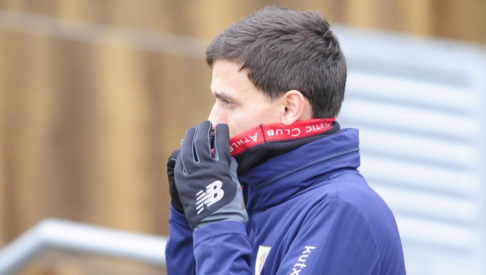 Iturraspe presenció desde la banda buena parte del entrenamiento del Athletic.