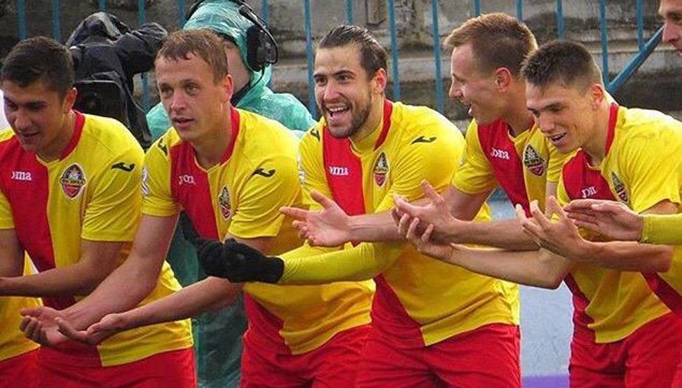 Borja Ekiza, en el centro de la imagen, jugó la pasada temporada en Ucrania