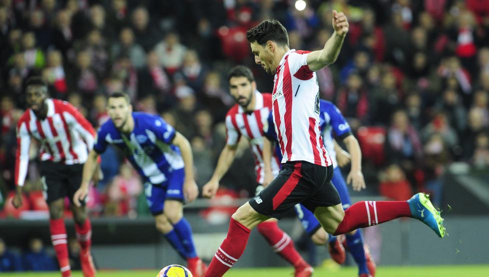 Aduriz marca el segundo gol del Athletic ante el Alavés