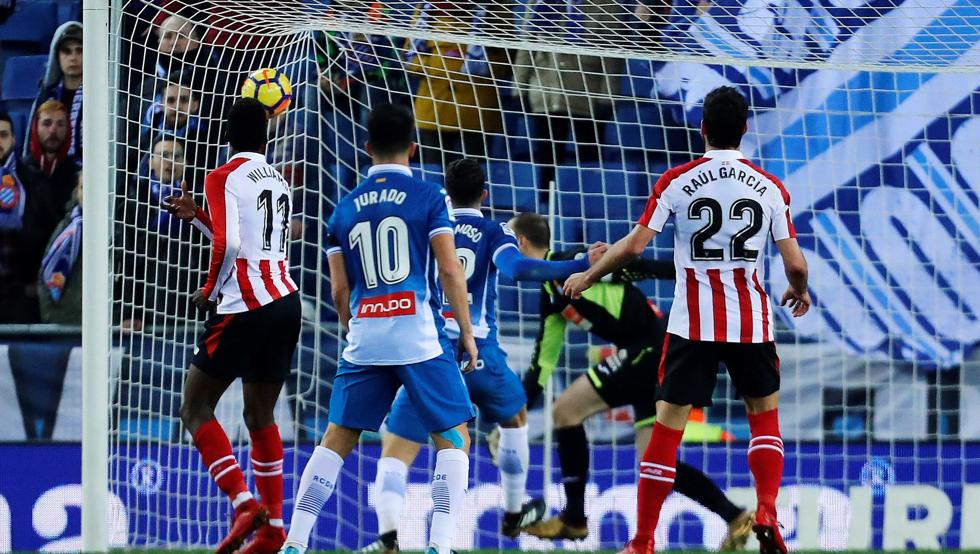 Williams marca de cabeza el gol que supuso el 1-1