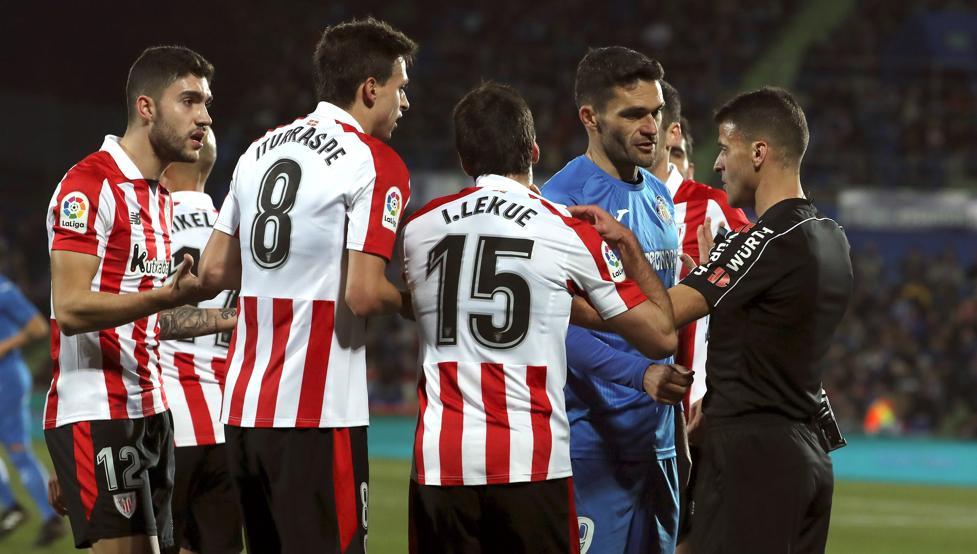 Polémica. Hasta tres penaltis decretó Gil Manzano en el Coliseum Alfonso Pérez.