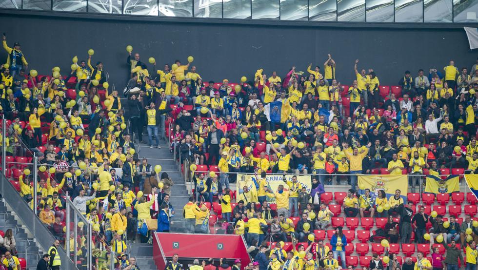 Un buen número de aficionados de la UD Las Palmas se desplazó hasta Bilbao la pasada temporada.