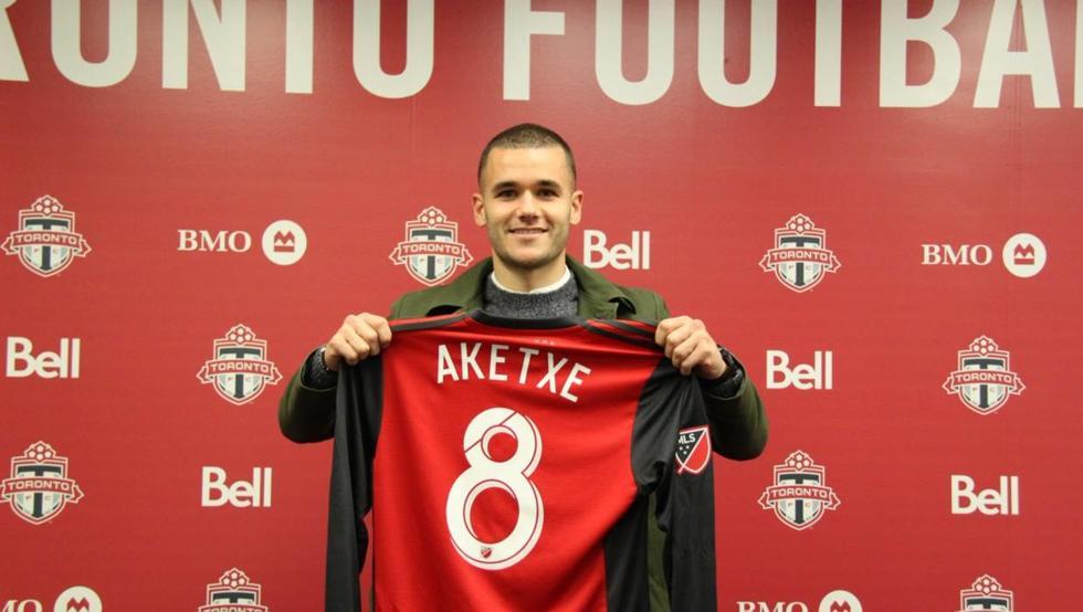 Ager Aketxe posó orgulloso con la camiseta de su nuevo club, Toronto FC, vigentes campeones de la MLS