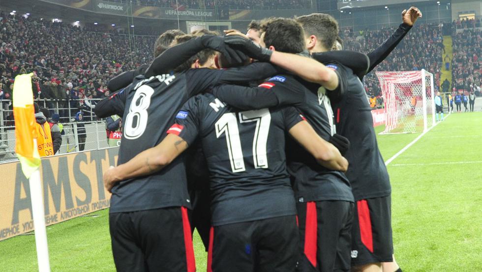 Los leones celebran uno de sus goles al Spartak en Moscú en la ronda anterior