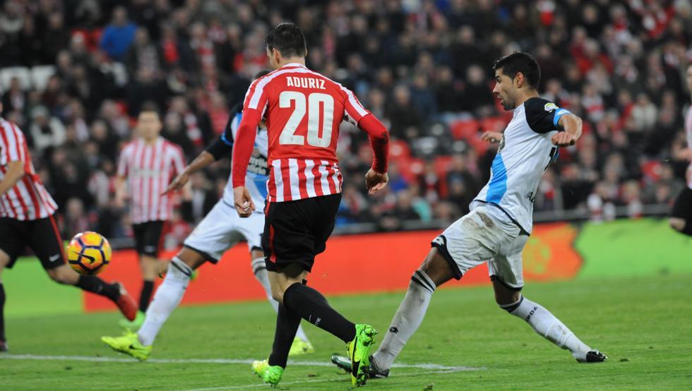 Aduriz firmó de esta manera y sobre la bocina el último triunfo del Athletic sobre el Deportivo en San Mamés.