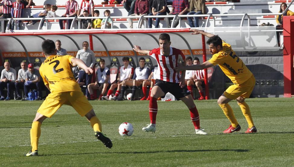 El Bilbao Athletic se impuso 3-1 al Burgos en el último duelo que ha acogido Lezama.