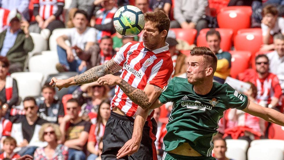 Iñigo Martínez ensalza a Berizzo, el favorito en las quinielas para el banquillo del Athletic.