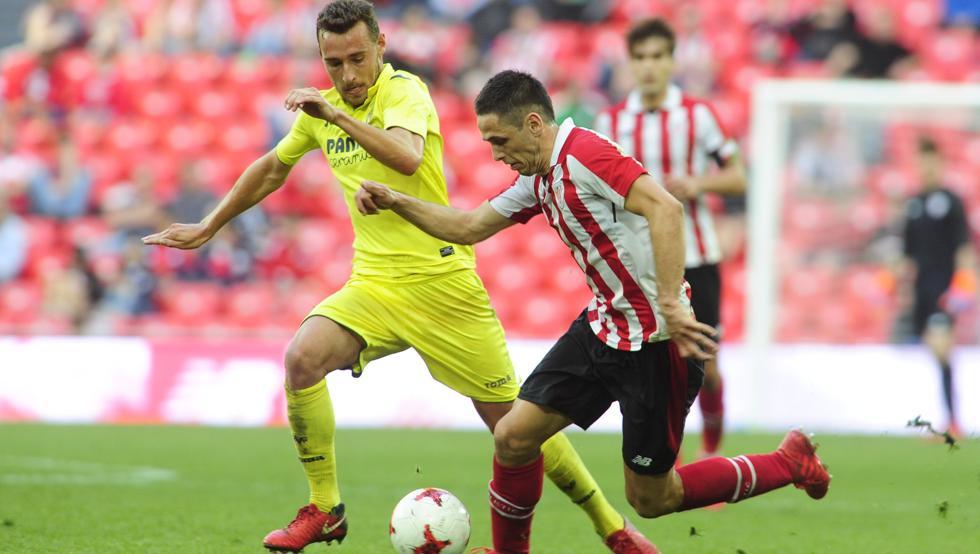 Benito busca portería en un lance frente al Villarreal B en San Mamés.