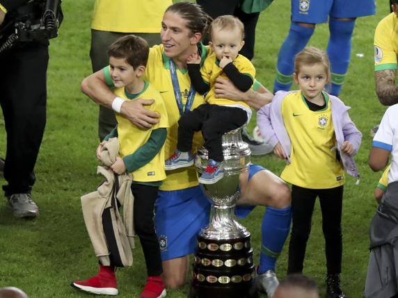 ilipe celebra la Copa América. (AP Photo/Natacha Pisarenko)