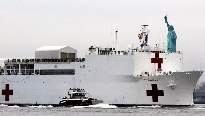 Nueva York recibe la ayuda de un enorme 'barco hospital'