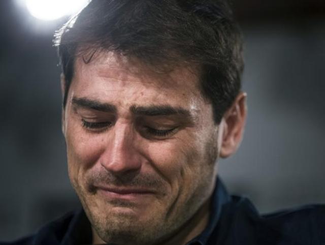 Casillas se despide solo y entre lágrimas