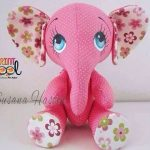 Elefante de fieltro rosa con moldes