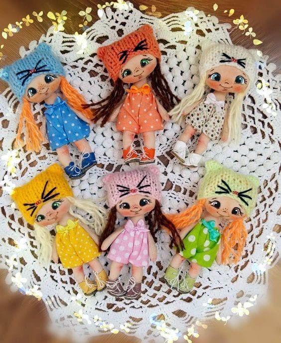Mini muñeca de tela llavero con patrón gratis