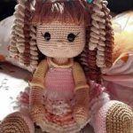 Muñeca amigurumi de tirabuzones patrón