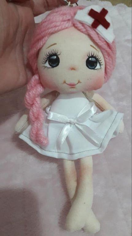 Mini muñeca llavero enfermera