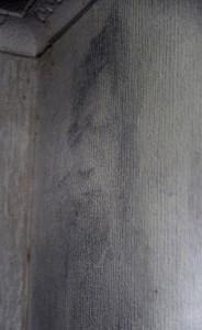 L'image sur le mur de son mari décédé e1347043081891 184x300 - Une femme vit tourmentée par des phénomènes paranormaux