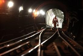 El operario de la lampara Tilly La historia oculta del metro de Londres