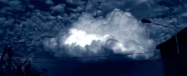 Extraña nube en Bélgica, ¿fenómeno ovni o anomalía atmosférica?
