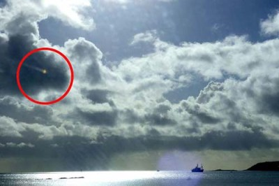 """ovni mounts bay Fotografían un """"OVNI"""" cayendo sobre los cielos de Inglaterra"""