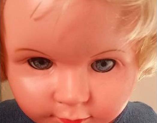 Disease Possessed Doll - Peggy, la poupée possédée qui cause des maladies à tous ceux qui la regardent