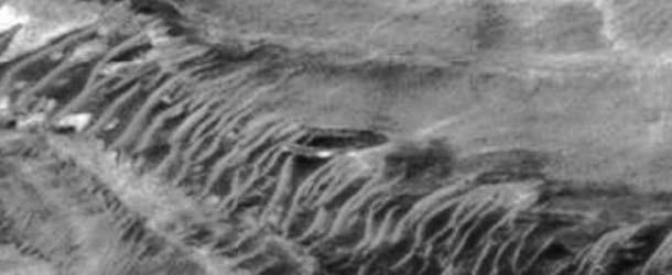 Resultado de imagen de Descubren un OVNI gigante accidentado en Marte