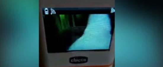 fantôme sur le berceau - Les parents choqués après avoir filmé un fantôme sur le berceau de leur bébé