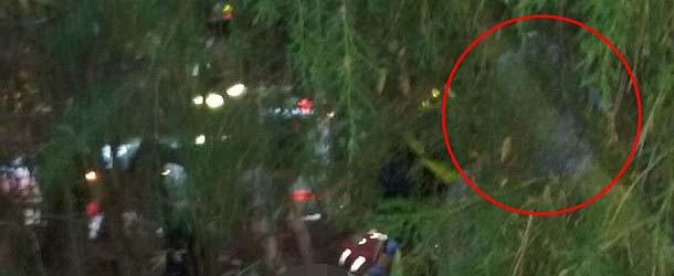 Fotografía muestra un ángel de la guarda al lado de un hombre que sobrevivió a un accidente de tráfico