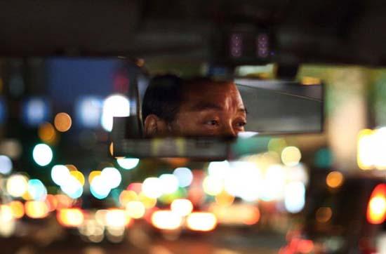 les chauffeurs de taxi de passagers fantômes - Les chauffeurs de taxi récupèrent des passagers fantômes dans les villes touchées par le tremblement de terre et le tsunami de 2011 au Japon