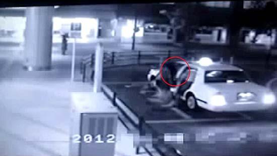 fantôme entrant dans un taxi - Une vidéo effrayante montre un fantôme entrant dans un taxi