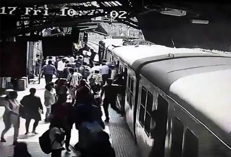 fantôme d'une femme train - Des passagers terrifiés disent qu'un fantôme d'une femme a disparu après avoir sauté devant un train