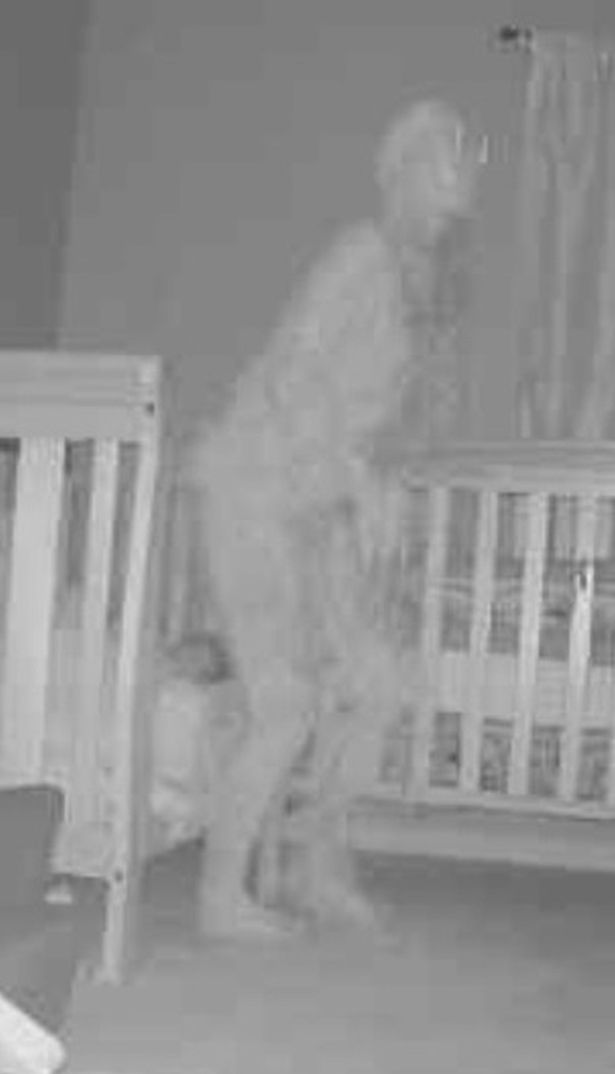 lit démon à cornes - Grand-mère terrifiée après avoir vu un `` démon à cornes '' debout sur le lit de sa petite-fille