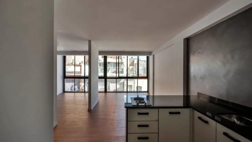 Departamento de tres pisos con fachada moderna presentamos su diseo interior y planos  Mundo Fachadas
