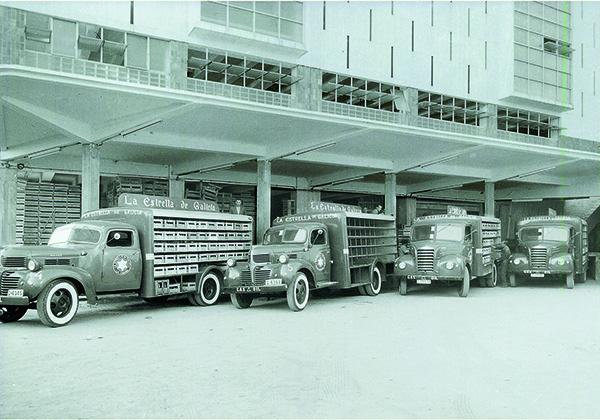 estrella galicia camiones años 50