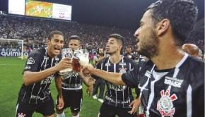 Corinthians brinda con Estrella Galicia 0,0