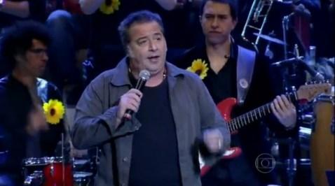 """Nasi canta """"Fuscão Preto"""" no Altas Horas"""