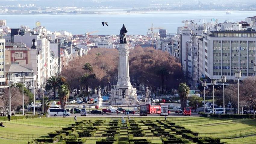 Resultado de imagem para Permanecem 1.600 brasileiros por repatriar em Lisboa
