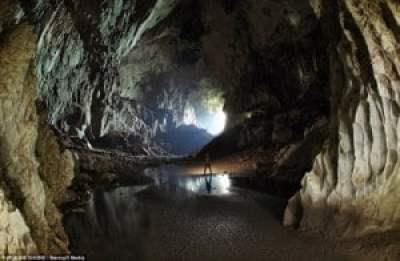 Exploradores británicos trazan una red 'sin fin' de cuevas debajo de la selva de Borneo 3