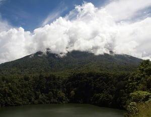 21 volcanes a través de Indonesia a punto de estallar