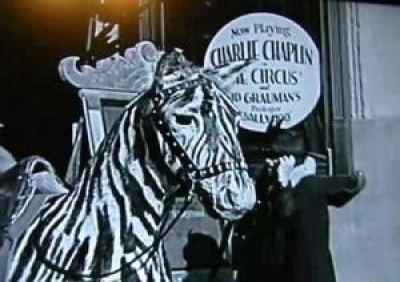 Viajero del tiempo cogido en una película de 1928 de Charlie Chaplin 1